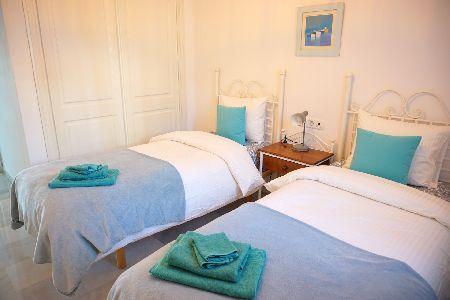 FRONTLINE 2 BEDROOMS GARDEN APARTMENT